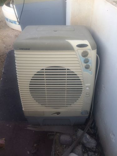 Outside ice air conditioner