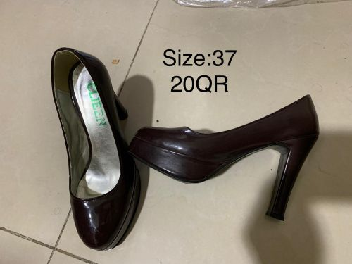 Lady shoes v good condition