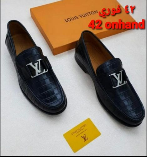 casual shoes LV size 42 onhand