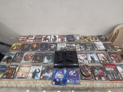 Ps3 with 93 games and 2 controll