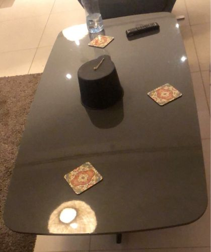 glass table in good condition