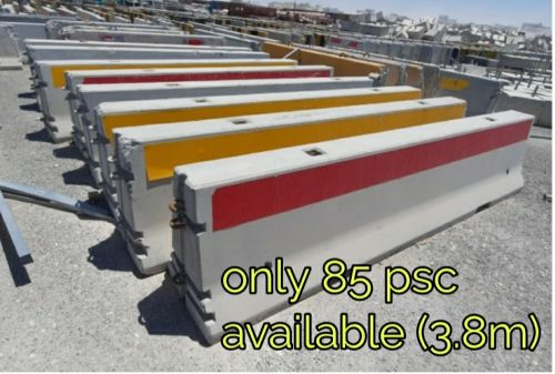85 nos concrete barriers