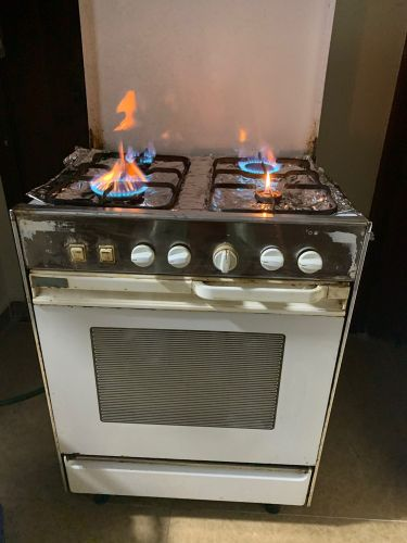 Gas stoves 4 burners & oven