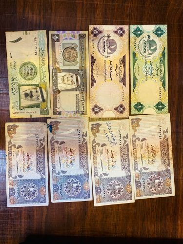 Old dubai and qatar notes