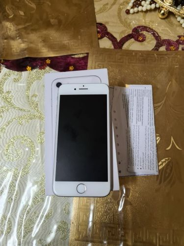 iphone 8 - 64 Gb with accessories