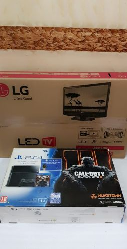 ps4 with TV and 2 CONTROLLERS