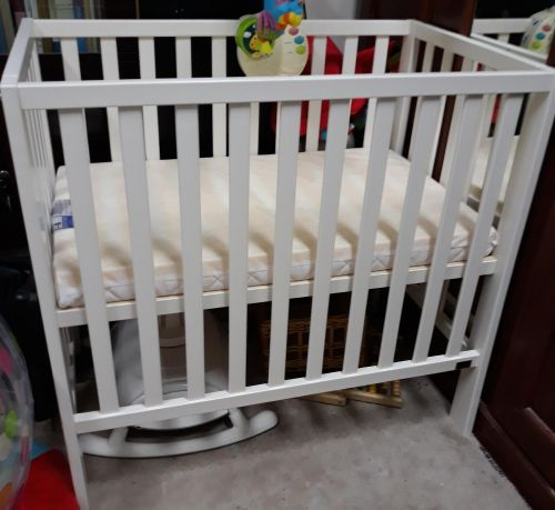 newborn baby bed in excellent condition