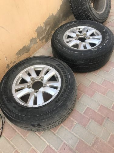 Tiers with rim