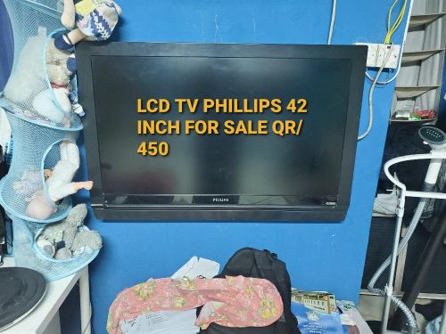 LCD PHILLIPS TV 42 INCH FOR SALE